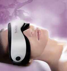 Our Eye Massage Mask is the perfect eye treatment delivering immediate results to de-puff the eye contours, lift and fill wrinkles, drain and diminish dark circles, leaving you with a youthful appearance. Body Treatments, Hairdressing Supplies, Home Beauty Salon, Massage Machine, Beauty Clinic, Perfect Eyes, Luxury Spa, Sissi, Massage
