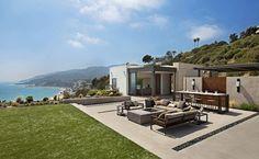 casa de praia no topo de uma colina-area de lazer com vista do oceano