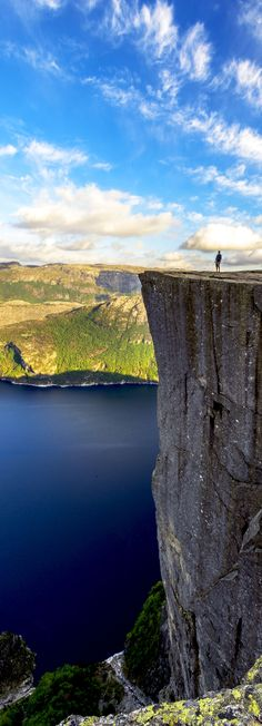 O famouso Púlpito da Rocha na primavera da Noruega. Fotografia: Bargotiphotography | via Shutterstock.