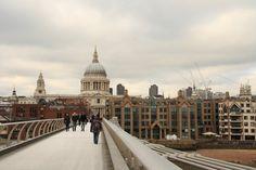 Das Bild St. Pauls Cathedral in London wurde von Christian Book im Jahr 2010 in London, United Kingdom aufgenommen. Es entstand mit einer Canon EOS 1000D und dem Objektiv Canon EF-S 17-85mm 4 - 5,6 IS USM.