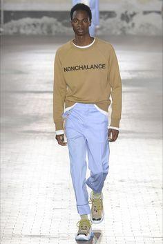 Guarda la sfilata di moda uomo N°21 a Milano e scopri la collezione di abiti e accessori per la stagione Primavera Estate 2018.