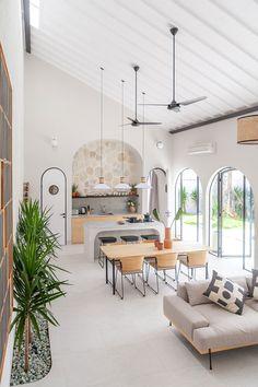 Déco style loft minimaliste et nordique Interior Design Inspiration, Home Interior Design, Interior Architecture, Indonesian House, Bali Style Home, Bali Decor, Small Villa, Style Loft, Turbulence Deco
