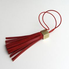 Leather tassel keychain / leather bag charm in red vegetable tanned calfskin… Leather Tassel Keychain, Leather Necklace, Leather Jewelry, Leather Craft, Leather Bag, Leather Accessories, Handmade Accessories, Jewelry Making Tutorials, Small Leather Goods