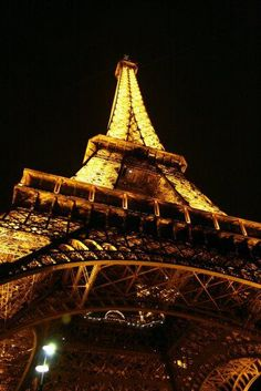 Tour Eiffel de nuit © Nancy Pelé Photographies - https://www.facebook.com/nancypele.photos