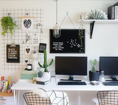 Monday tomorrow, fastest weekend ever! Hope you've had an amazing one! We've been super productive this weekend, finally got around and completed our home office. Our @lovelyposters fits perfectly in here ✖️#workspacie #kontor