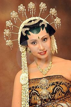 wedding headdress and makeup