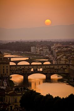 Sunset Florence Italy. really really want to go here once.. Italy just reminds me of love. I can literally talk about how romantic everything is in Italy hahaha :)