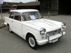 Triumph Herald 1200 saloon-1965 https://www.mixturecloud.com/media/fVSh2kRy but i Grey and White