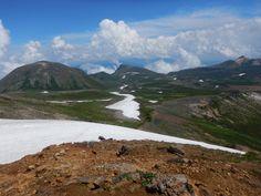 左に凌雲岳、中央に黒岳、右に烏帽子岳。