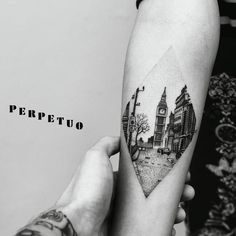 http://www.femina.ch/sites/default/files/styles/galerie-photo-landscape/public/tatouage-voyage-pinterest-marion-merle_0.jpg?itok=Nvhs_29O