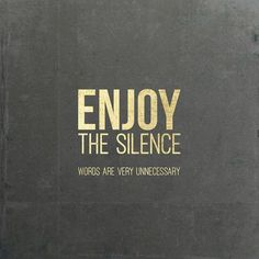 "**Enjoy the Silence Words are very unnecessary**,  aus dem Song ""enjoy the silence"" von Depeche Mode Poster in 30x30cm (ohne Rahmen),  Digitaldruck  Das Gold ist nur ein Fake, soll nur golden..."