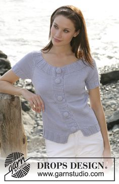 """DROPS short-sleeved top with wide rib edges and raglan sleeve in """"Muskat"""" ~ DROPS Design"""