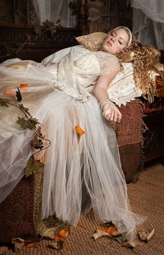 Sleeping Beauty by Caroline Keill, via (the wrist makes me think of SB a heroin addict. Story Inspiration, Character Inspiration, Portrait Inspiration, Briar Rose, Just Dream, Fantasy World, Ever After, Belle Photo, Once Upon A Time
