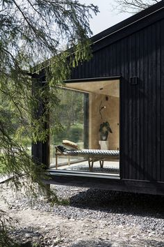 I totally fancy this colour for this Scandinavian Cabin, Nordic Home, Black House Exterior, Cottage Exterior, Cabins In The Woods, House In The Woods, Casa Cook, Summer Cabins, Modern Cottage
