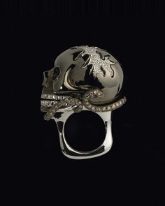 Diamond Skull Ring    Lydia Courteille