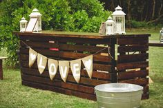 See lots more creative pallet ideas at http://pinterest.com/wineinajug/passion-for-pallets/ DIY Pallet Bar. DIY projects are always a lot of fun. Not only do you save money, but you will also get to add your own personal touches to the project. They can also be a great conversation starter! Today, we will show you how to create your own personal Pallet Bar for your wedding. #Basement #Bar #Restaurant #Retail #Shop #Winkel #ManCave #Wedding