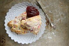 Strawberry-Sour Cream Scones with Brown Sugar Crumble Recipe Strawberry Rhubarb Recipes, Strawberry Ideas, Strawberry Scones, Rhubarb Scones, Rhubarb Crumble, Sour Cream Scones, Muffins, Crumble Recipe, Spring Recipes
