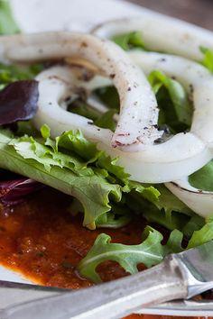 Ensalada de calamares con salsa romesco (inktvissalade met romescosaus)