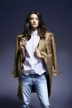 Timeless! trench, white blouse and jeans