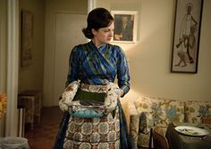 Pin for Later: Our All Time Favourite Mad Men Fashion Moments Season 5 Peggy Olson Men Fashion Photo, Mad Men Fashion, Vintage Fashion, Mad Men Season 5, Peggy Olson, Vintage Kitchen Accessories, 1960s Dresses, Elisabeth Moss, Cod Fish