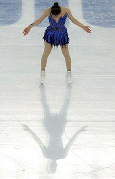 ソチ冬季五輪、フィギュアスケート女子シングル・フリースケーティング(FS)。演技に臨む浅田真央(Mao Asada、2014年2月20日撮影)。(c)AFP/ADRIAN DENNIS