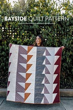 Bayside quilt pattern by Suzy Quilts. Includes instructions for King - crib sizes. Fabric requirements and instructions as well as a video tutorial are included! #modernquilt #trianglequilt #quiltpattern #quilttutorial Big Block Quilts, Boy Quilts, Quilt Blocks, Quilting Tutorials, Quilting Projects, Sewing Projects, Patchwork Quilting, Hand Quilting, Modern Quilt Patterns