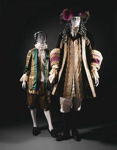 """Trajes hechos por Leon Bakst para el ballet """"La Bella Durmiente"""" (""""Temporadas rusas"""" Diaghilev). Puesta en escena de Marius Petipa. mostrado por primera vez en Londres en 1921."""