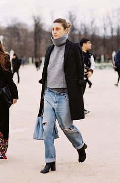 Parisienne: How to Look Feminine in Baggy Jeans