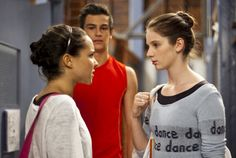 Tim Pocock and Xenia Goodwin | von 13: Abigail (Dena Kaplan) (l.) beschuldigt Tara (Xenia Goodwin ...