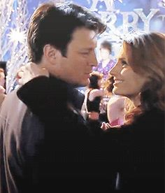 We're Tara & Ani, just two more Caskett shippers in love with the show :) Feed 'em birds. Tv Castle, Castle 2009, Castle Series, Castle Tv Shows, Castle Beckett, Alexis Castle, Detective Series, Tv Couples, Stana Katic