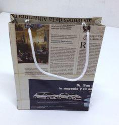 Bolsa reciclada elaborada con papel de periódico. Hacemos medidas especiales. Descuento en función del volumen del pedido. PARA MÁS INFO envíanos un correo a aspadex@yahoo.es