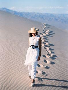 Crescioni travel to sand Desert Photography, Photography Women, Fashion Photography, Photography Ideas, Adventure Photography, Photoshoot Idea, Photoshoot Inspiration, Desert Fashion, Travel Outfit Summer