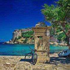 If the glimmering sea or stoned roads wasn't enough, cast your eyes towards the horizon from the edge of this fort! Places To Travel, Places To See, Places In Greece, Paradise On Earth, Greece Islands, Travel Goals, Greece Travel, Beautiful Islands, Trip Planning