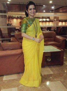DD in plain saree printed blouse Saree Blouse Neck Designs, Blouse Patterns, Dress Paterns, Saree Dress, Chiffon Saree, Anarkali Gown, Organza Saree, Cotton Saree, Plain Saree