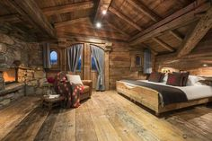 Sharing my obsessive love of rustic cabin life through photos and art I have collected. Wooden Bedroom, Rustic Bedroom Design, Bedroom Designs, Bedroom Ideas, Log Cabin Homes, Log Cabins, Log Cabin Bedrooms, Rustic Bedrooms, Cabin Interiors