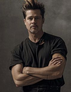 Brad Pitt Photos collection You can visit our site to see other photos. Hollywood Actor, Hollywood Celebrities, Brad Pitt Style, Brad Pitt Photos, Fight Club, Man Photo, Jennifer Aniston, Beautiful Men, Sexy Men