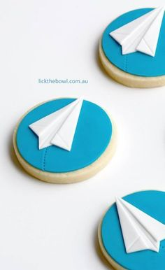Zucchini cake with pine nuts - Clean Eating Snacks Paper Airplane Party, Planes Party, Airplane Decor, Paper Plane, 3rd Birthday Cakes, 1st Boy Birthday, 1st Birthday Parties, Birthday Ideas, Airplane Cookies
