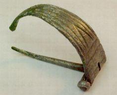 Risultati immagini per fibula celtica antica