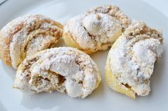 Burgenländer Kipferl Delicious Burgenlanders come from Grandma's recipe book and literally melt on the tongue. The recipe for baking fans! No Bake Cookies, No Bake Cake, Cake Cookies, Baking Recipes, Cookie Recipes, Dessert Recipes, German Baking, Austrian Recipes, Trifle Desserts