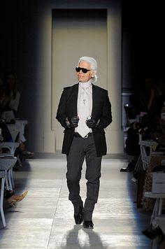 Karl Lagerfeld  Défilé Chanel Automne-hiver 2012-2013