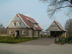 Foto nummer 2. Vrijstaande in Saksische stijl opgetrokken woning. Gebouwd in de Lutte.