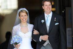 Foto: DDP So prunkvoll geht es zu (und so züchtig sieht es aus), wenn der deutsche Hochadel Hochzeit feiert: Hubertus Erprinz von Sachsen-Coburg und Gotha und seine frisch angetraute Ehefrau Kelly Jeanne (geborene Rondestvedt).