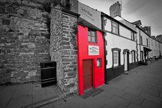 The smallest house in Great Britain from Flickr. Recurso en Procomún realizado con exeLearning. Interesante para romper el hielo con niveles Int2-Avanzado 1. Incluye multiple choice questions y cloze.