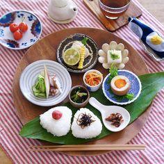 【豆皿のある暮らし】人気インスタグラマーTammy*さんに聞く、豆皿を使うコツ | くらしのアンテナ | レシピブログ Sushi, Food Photography, Ethnic Recipes, Japanese Table, Sushi Rolls