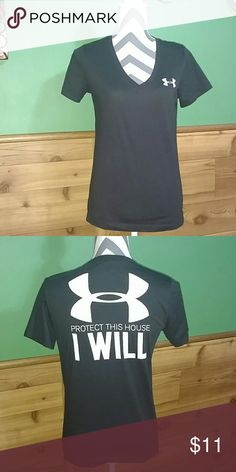 Activewear Excellent condition v-neck Active Sportswear top Under Armour Tops Tees - Short Sleeve