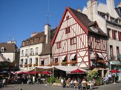 The University of Bourgogne in Dijon is a well respected university. Every year, more than 2000 students from around the world come to Dijon. Vila Medieval, Medieval Town, Saint Etienne, Le Corbusier, Location Gite, France Country, Auxerre, Visit France, The Best Is Yet To Come