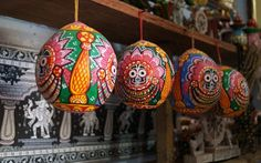 Highlighting an art item from Raghurajpur, a village in Odisha, India, that is famous for its handicrafts. Image: indianeagle.com #handicraft #MadeinIndia #OdishaHandicrafts