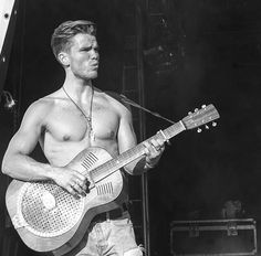JJ of Kaleo with his Pete Turner Marrakech resonator no.16