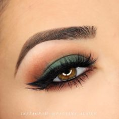 paulina_alaiev is fall ready in her new Makeup Geek Eyeshadows from our fall collection. She used: • Bake Sale • Cabin Fever • Epic