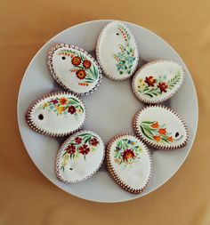 Easter Cookies, Holiday Cookies, Sugar Art, Royal Icing, Gingerbread, Decorative Plates, Food And Drink, Treats, Desserts